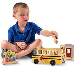 Autobuzul scolar set de joaca din lemn Melissa and Doug-0